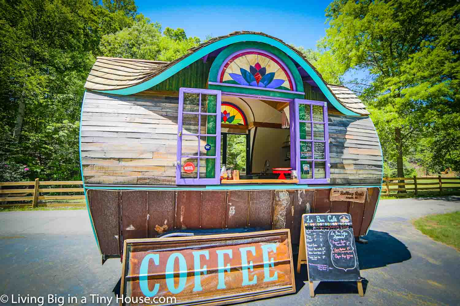 LE-BON-TINY-HOUSE-CAFE-EXTERIOR