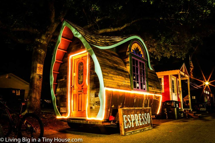 ONE cup of Coffee - LE-BON-TINY-HOUSE-CAFE-AT-NIGHT-01